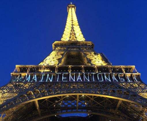 Подсветку Эйфелевой башни изменили в поддержку прав женщин