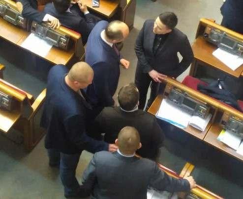 Надежда Савченко пришла на работу с гранатами и пистолетом