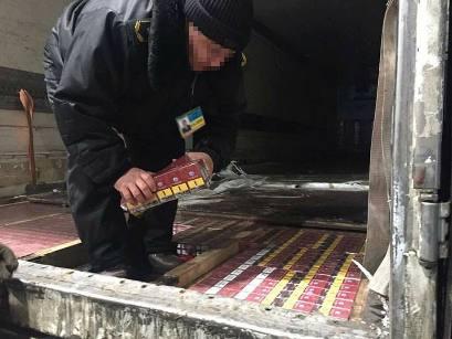 Харьковские таможенники обнаружили крупную партию нелегальных сигарет