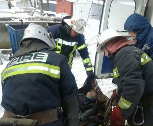 Под Харьковом вытаскивали из снега восемь грузовиков