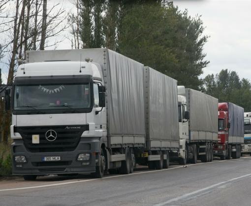 РФ частично приостановила пропуск грузовиков из Украины