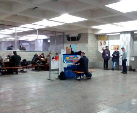 Бахом по пассажирам: в харьковском метро раздаются непривычные звуки (видео)