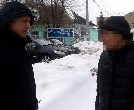 Разыскиваемый полицией рецидивист попался на границе