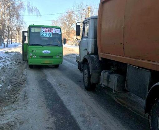 ДТП в Харькове: маршрутка, грузовик и две машины (фото)