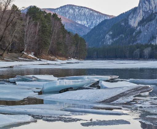 На реках и водохранилищах Украины начинается ледоход