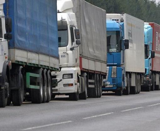 Россия задерживает пропуск грузовиков на границе