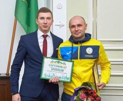 Харьковские паралимпийцы получили награды горсовета