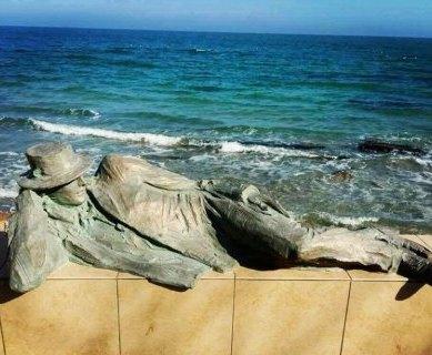 В Одессе у моря установили памятник мечтателю