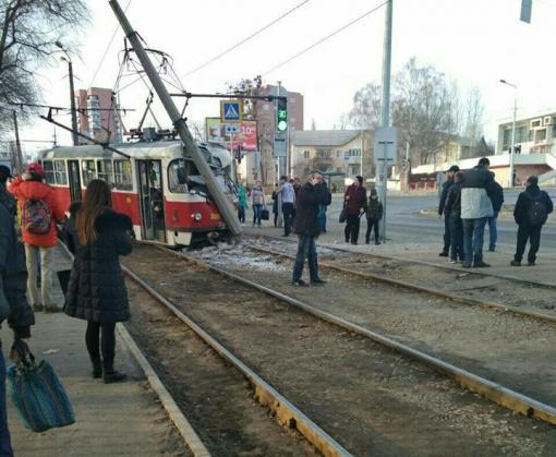 ДТП в Харькове: трамвай врезался в столб