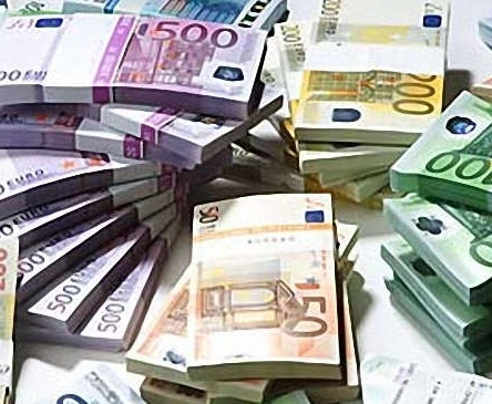 В России евро преодолел психологическую отметку в 80 рублей