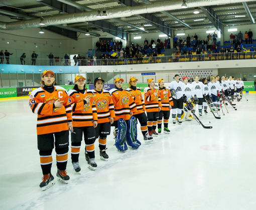 В Харькове открылся первый международный женский хоккейный турнир