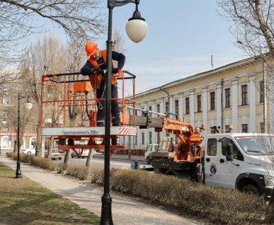 В Харькове продолжается весеннее благоустройство