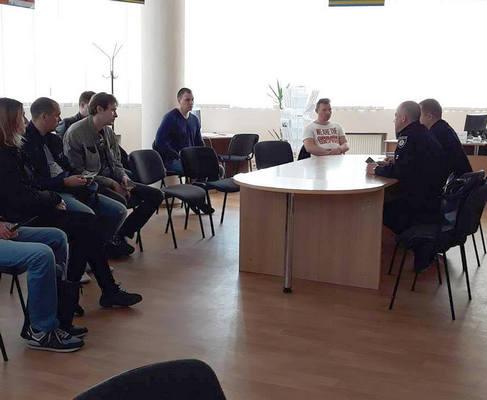 Безработные хотят стать полицейскими в Харькове