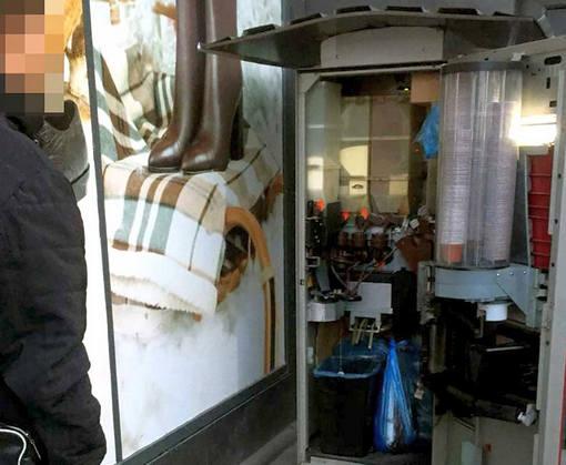 В Харькове обокрали кофейный автомат