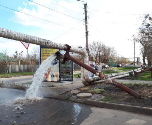 В Харькове рухнула воздушная теплотрасса: видео-факт