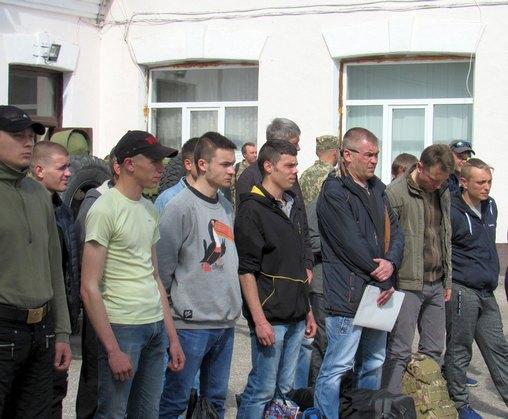 Харьковчане ушли в армию по контракту