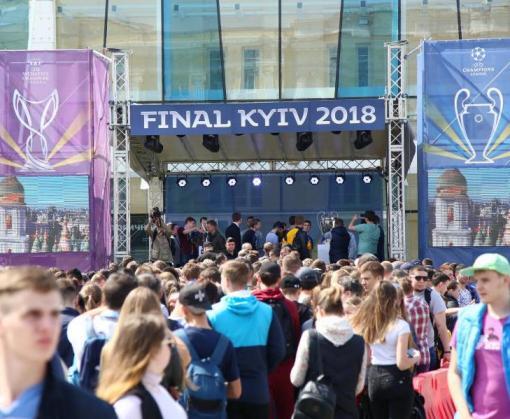 За чем стояла очередь в центре Харькова: видео-факт