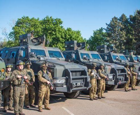 В Одессе проходят траурные мероприятия: на улицы вывели бронетехнику и спецназ