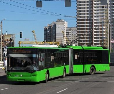 В Харькове ремонтируют дороги: троллейбусы идут в объезд