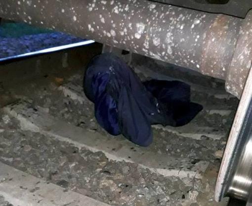 Недалеко от Харькова под колесами поезда погибла женщина