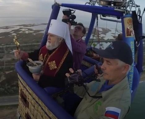 Когда смех – не грех: россияне освятили Керченский пролив