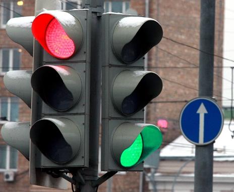 В Харькове в конце Московского проспекта ремонтируют светофор