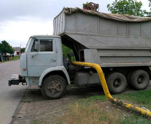 НаХарьковщине подвыпивший мужчина угнал «КамАЗ» иснес газовую трубу