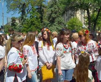 В Харькове отмечают Всемирный день вышиванок: к вечеру перекроют Сумскую