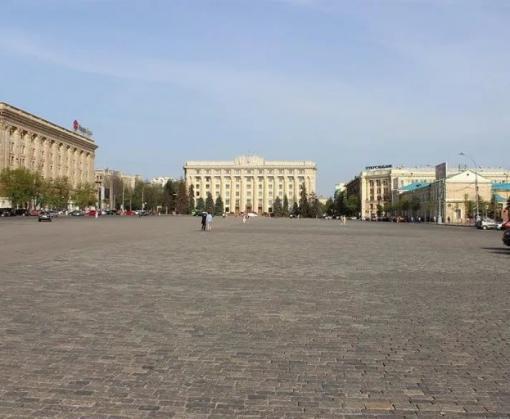 До конца недели на площади Свободы будет ограничено движение транспорта