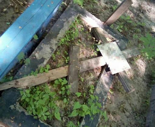 В Харькове задержали пьяных вандалов, громивших могилы