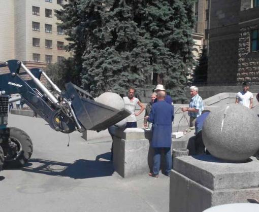 В центре Харькова украли декоративный шар