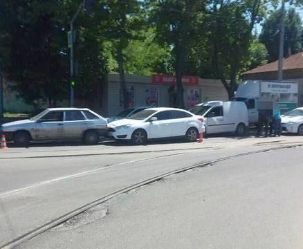 ДТП в Харькове: пьяный водитель «подвинул» два автомобиля