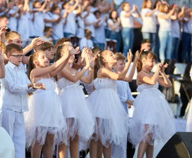 В Харькове дети споют «Богемскую рапсодию» группы Queen: видео