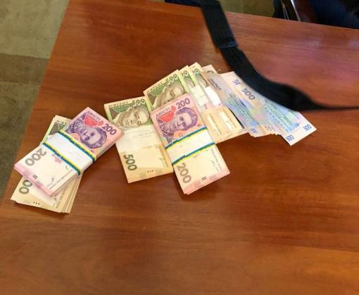 В Харькове задержали железнодорожника, обложившего «оброком» дворников: фото-факт