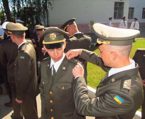 В Харькове выпустили офицеров-танкистов