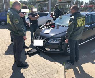 Свои своих: в Харькове задержали пограничников-взяточников