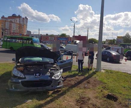 ДТП в Харькове: машина вылетела с Клочковской