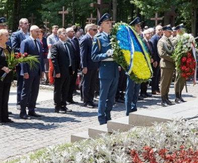 В Харькове почтили память расстрелянных офицеров