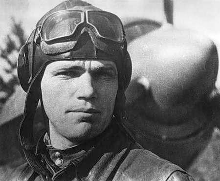Лучшему летчику-асу, защищавшему Харьковскую область, исполнилось бы 98