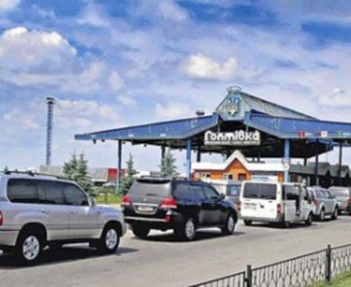 Российские пограничники не пропускают украинские авто