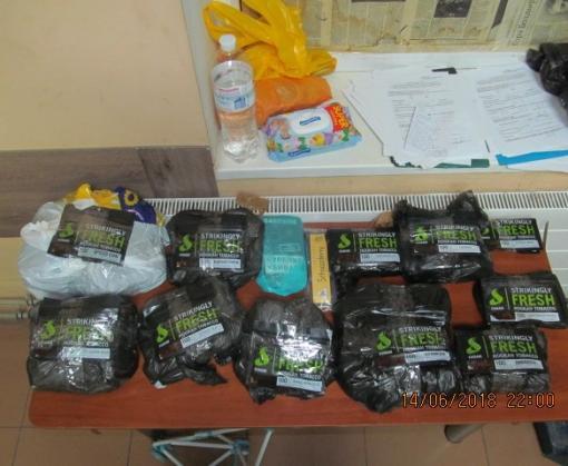 Харьковские таможенники обнаружили в чулках неожиданный груз