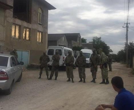 В Крыму продолжаются обыски в домах крымских татар