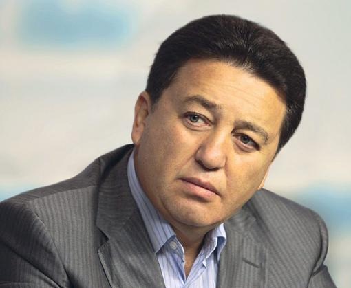 Александр Фельдман премирует выпускников школ