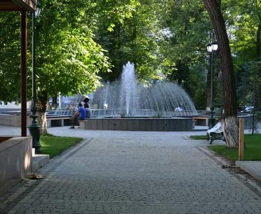 В центре Харькова почти реконструировали сквер