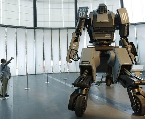 Роботы начали вытеснять поваров, официантов и стриптизеров