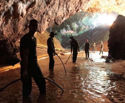 Историей оспасении детей изпещеры заинтересовались вГолливуде