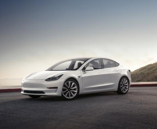 Tesla Model 3 установила два рекорда: видео