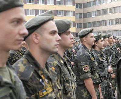 В Харькове офицеры-юристы принимали присягу под дождем: фото-факты