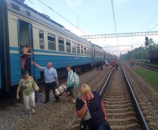 На Харьковщине электричка сошла с рельсов