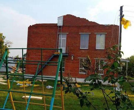 С детсада в Харьковском районе снесло крышу